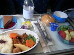 Alimentación adecuada durante viajes en avión